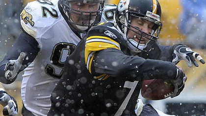 Quarterback Ben Roethlisberger scrambles against the Ravens&#039; defense.(vs. Ravens 11/05/07)