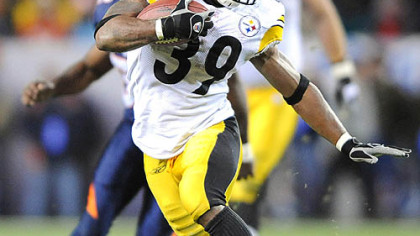 Willie Parker picks up yardage in the fourth  quarter.