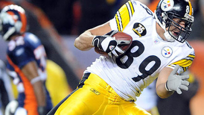 Steelers Matt Spaeth makes a touchdown catch in the fourth  quarter.