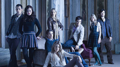 Pictured: (back row) Penn Badgley as Dan, Kelly Rutherford as Lily, Ed Westwick as Chuck, Taylor Momsen as Jenny, Matthew Settle as Rufus. (middle row) Leighton Meester as Blair, Chace Crawford as Nate. (front row) Blake Lively as Serena.