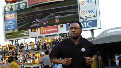 Steelers head coach Mike Tomlin runs on to Heinz Field for the first time against the Green Bay Packers Aug. 11.