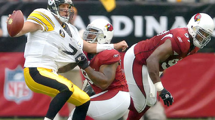 Cardinals defensive end Rodney Bailey pressures Roethlisberger.