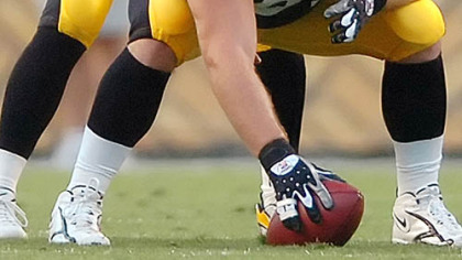 Steelers center Sean Mahan gets ready to snap the ball to Ben Roethlisberger against Green Bay Aug. 11.
