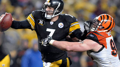 Ben Roethlisberger scrambles and breaks away from Bengals Justin Smith. (vs. Bengals 12/02/2007)