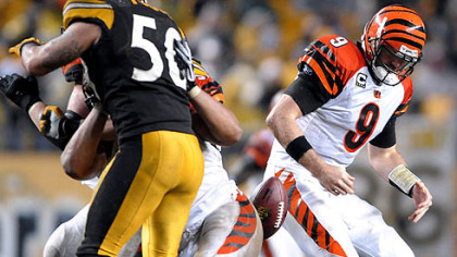 Bengals&#039; quarterback Carson Palmer fumbles. (vs. Bengals 12/02/2007)