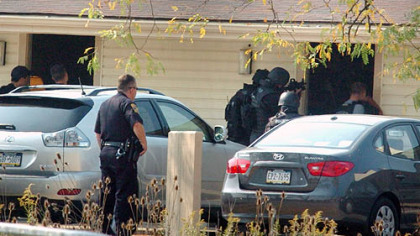 Local police, federal marshals and SWAT teams surrounded the Knights Inn in South Fayette this morning where they believe fugitive Anthony Ray Artrip is holed up.